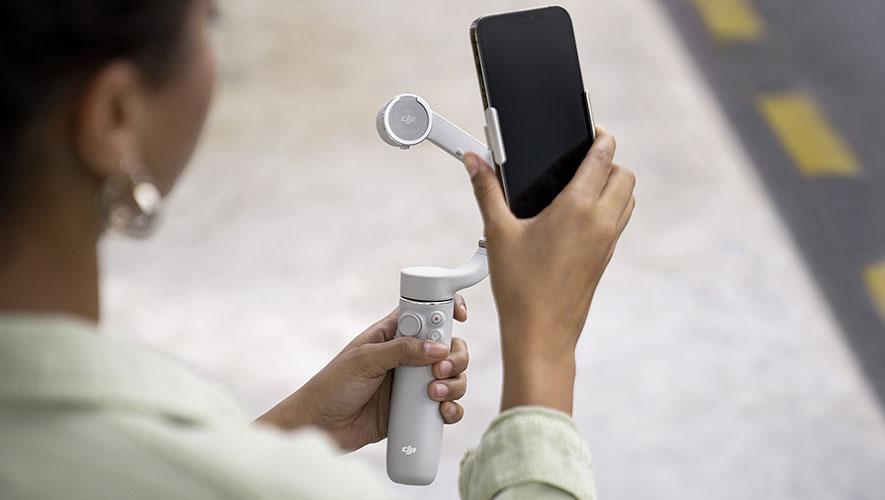 Clipsez en toute simplicité votre smartphone sur le DJI OM 5 grace à la bride magnétique !